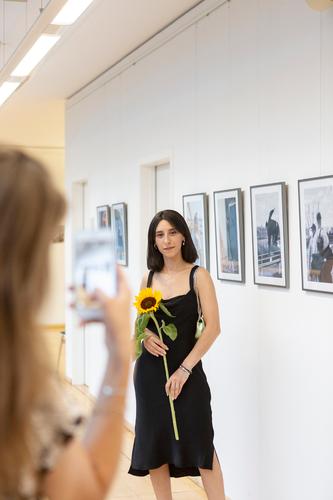 Amina Falah bei der Eröffnung der Ausstellung Pixelprojekt 2019/2020 im Wissenschaftspark Gelsenkirchen.
