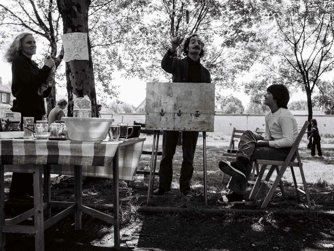 Öffentlicher Protest der Mieterinitiative: Bratwurst und Transparente; Zoo-Siedlung