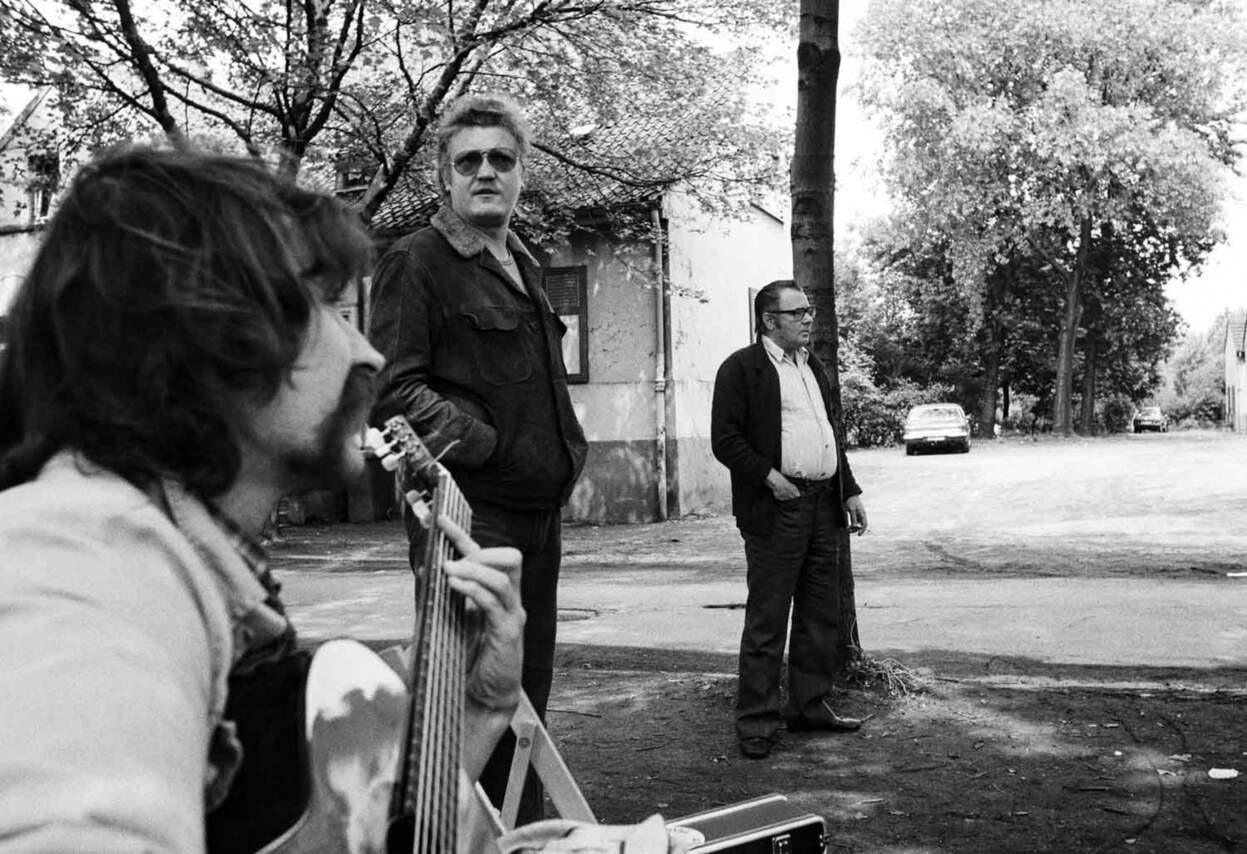 Öffentlicher Protest der Mieterinitiative: Kritische Lieder zur Gitarre, Zoo-Siedlung