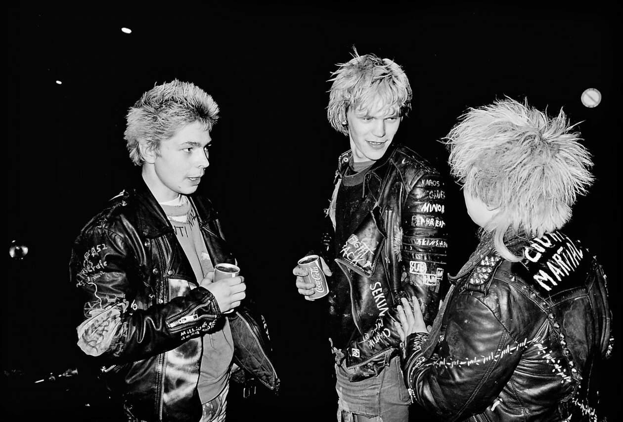Punks vor dem Rotthaus
