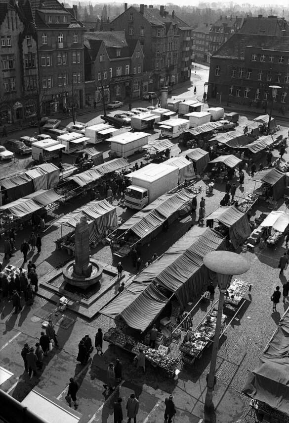 Castroper Markt mit dem Reiterbrunnen