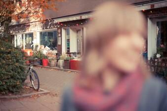 Sarah auf dem Isenbergplatz im Südviertel Essen