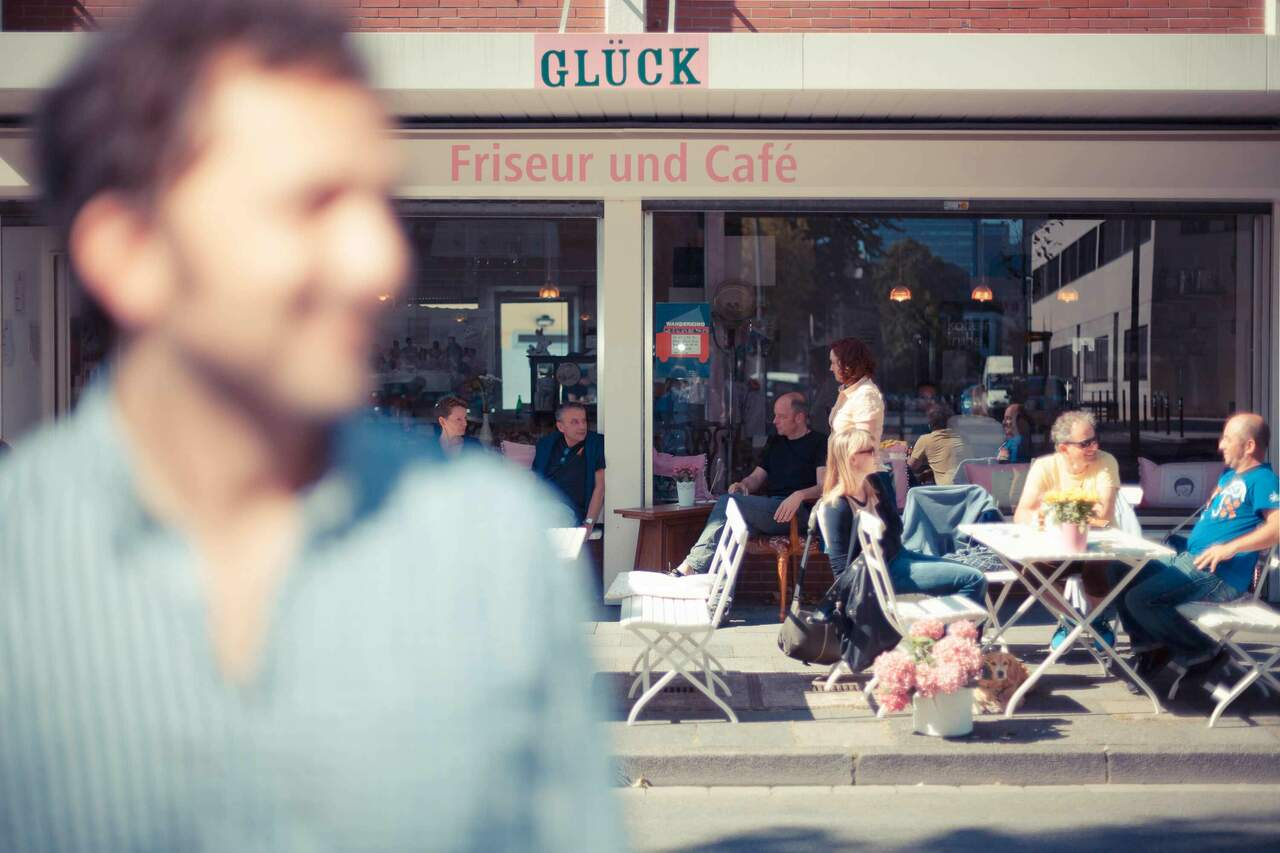 Stefan vor dem Café Glück