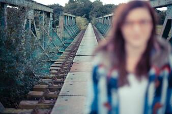 Marie auf der Eisenbahnbrücke Bochum-Dahlhausen