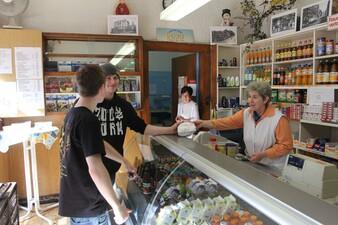 """Der 120 Jahre alte """"Tante Emma Laden"""" Ameely. Die zwei Vorbesitzerinnen betrieben eine Bäckerei und ein Gemüseladen"""