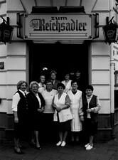 Frauen Reichsadler, Mimi mit ihren Kellnerinnen. Der Reichsadler war wichtiger Treffpunkt während des Stahlarbeiterkampfes bei Krupp in Rheinhausen