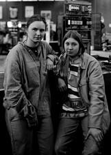 Junge Auszubildende Energie Elektronik im TBB von Thyssen Krupp  Stahl in Duisburg Marxloh, Ivonne van der Berk und Alien Müller