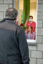 Besuchsfenster im Altenheim